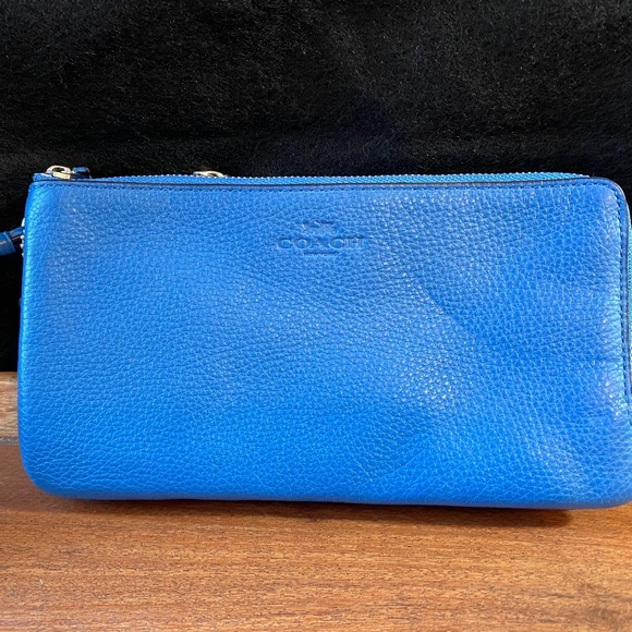 Beautiful Blue Coach Wristlet with Organization